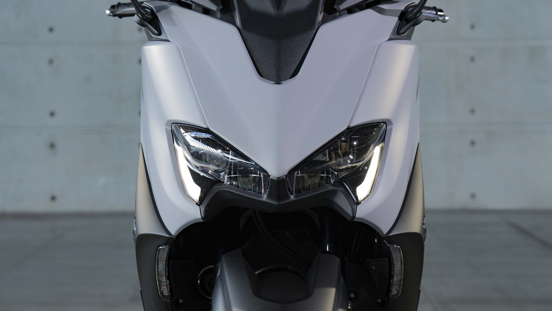 2020-Yamaha-TMAX-560-scooter-02
