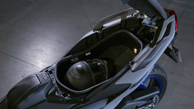 2020-Yamaha-TMAX-560-scooter-04