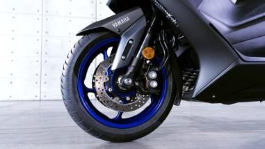 2020-Yamaha-TMAX-560-scooter-06