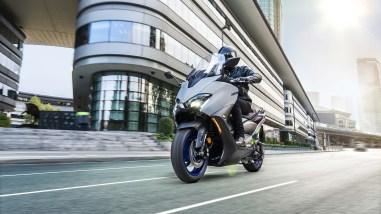 2020-Yamaha-TMAX-560-scooter-17