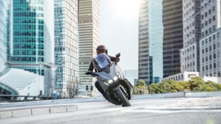 2020-Yamaha-TMAX-560-scooter-20