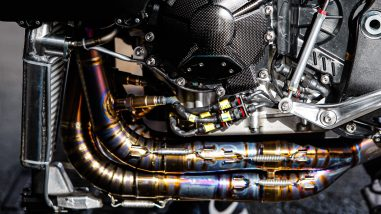 Don't let the gorgeous titanium exhaust distract you too much, there are some interesting details here, like the O2 sensors from the header, which connect back to the ECU.