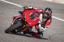 2020-Ducati-Panigale-V4-S-04