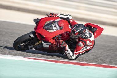 2020-Ducati-Panigale-V4-S-11