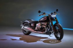 2020-BMW-R18-studio-05