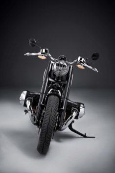 2020-BMW-R18-studio-22