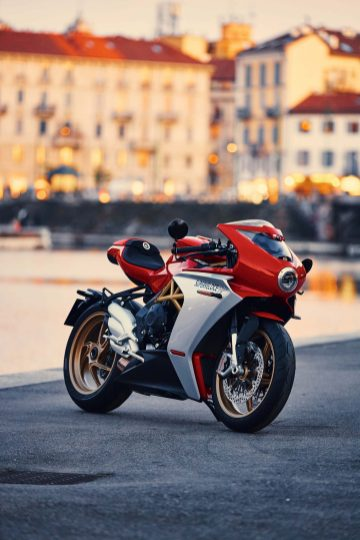 2020-MV-Agusta-Superveloce-800-red-01
