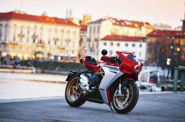 2020-MV-Agusta-Superveloce-800-red-02