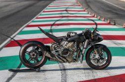 2020-Ducati-Superleggera-V4-30