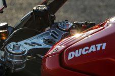 2020-Ducati-Superleggera-V4-56