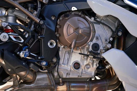 2021-BMW-S1000R-05