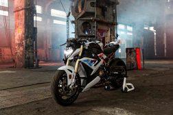 2021-BMW-S1000R-12
