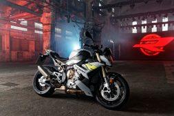 2021-BMW-S1000R-16