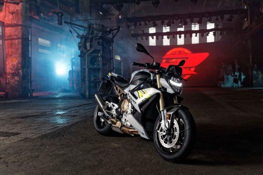 2021-BMW-S1000R-18