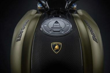 2021-Ducati-Diavel-1260-Lamborghini-13