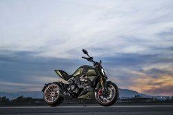 2021-Ducati-Diavel-1260-Lamborghini-51