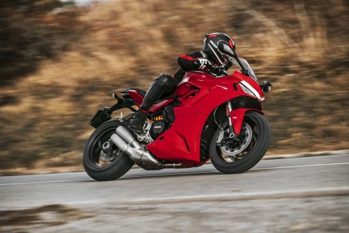 2021-Ducati-SuperSport-950-17