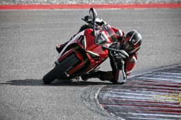 2021-Ducati-SuperSport-950-S-67