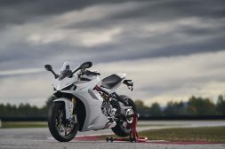 2021-Ducati-SuperSport-950-S-72