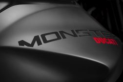 2021-Ducati-Monster-Plus-02