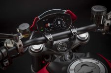 2021-Ducati-Monster-Plus-31