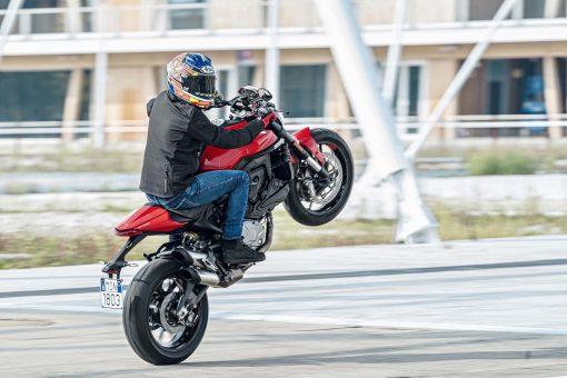 2021-Ducati-Monster-Plus-49