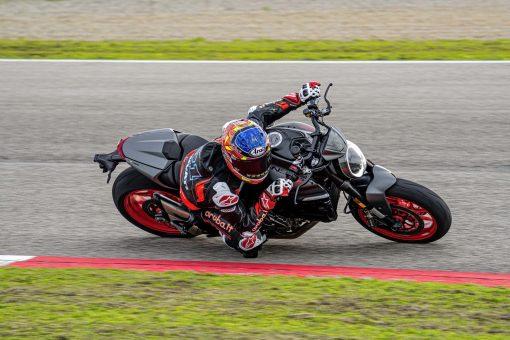 2021-Ducati-Monster-Plus-71