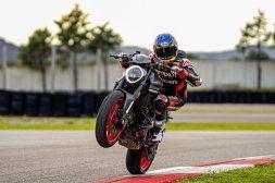 2021-Ducati-Monster-Plus-75