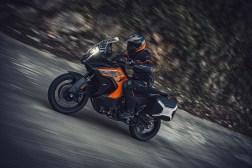 2021-KTM-1290-Super-Adventure-S-03