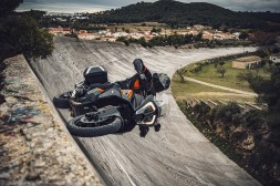 2021-KTM-1290-Super-Adventure-S-04