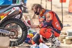 Toby-Price-Zip-tie-Dakar-Rally-KTM-04