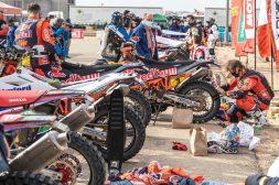 Toby-Price-Zip-tie-Dakar-Rally-KTM-05