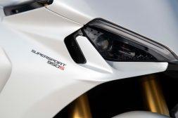 2021-Ducati-SuperSport-950-01