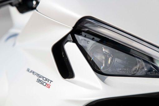 2021-Ducati-SuperSport-950-15