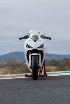 2021-Ducati-SuperSport-950-30