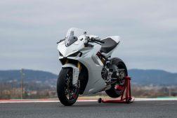 2021-Ducati-SuperSport-950-32