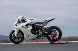 2021-Ducati-SuperSport-950-36