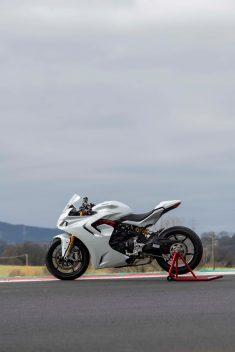 2021-Ducati-SuperSport-950-37