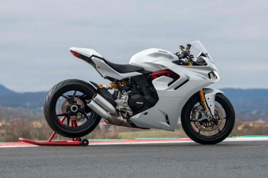 2021-Ducati-SuperSport-950-40
