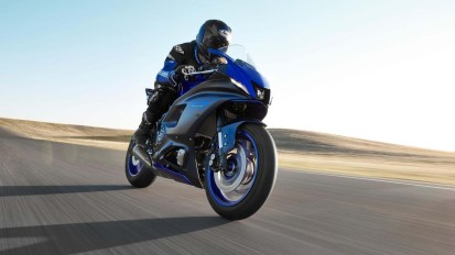 2022-Yamaha-YZF-R7-europe-01