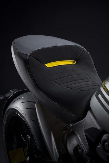 Ducati-Diavel-1260-S-Black-and-Steel-12