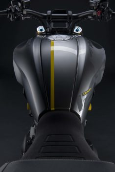 Ducati-Diavel-1260-S-Black-and-Steel-18