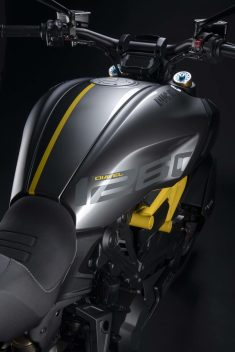 Ducati-Diavel-1260-S-Black-and-Steel-20
