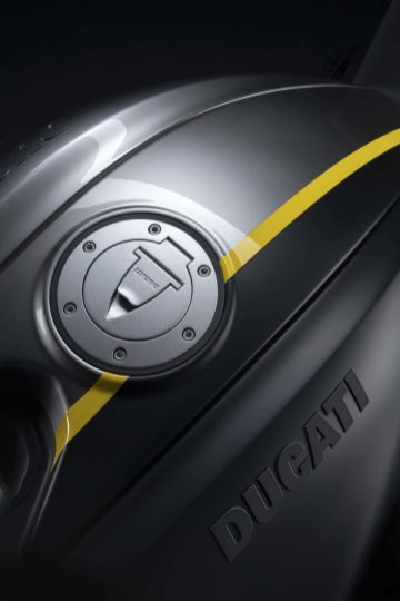 Ducati-Diavel-1260-S-Black-and-Steel-26