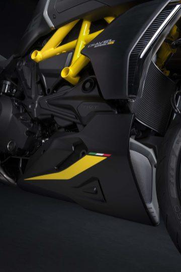 Ducati-Diavel-1260-S-Black-and-Steel-36