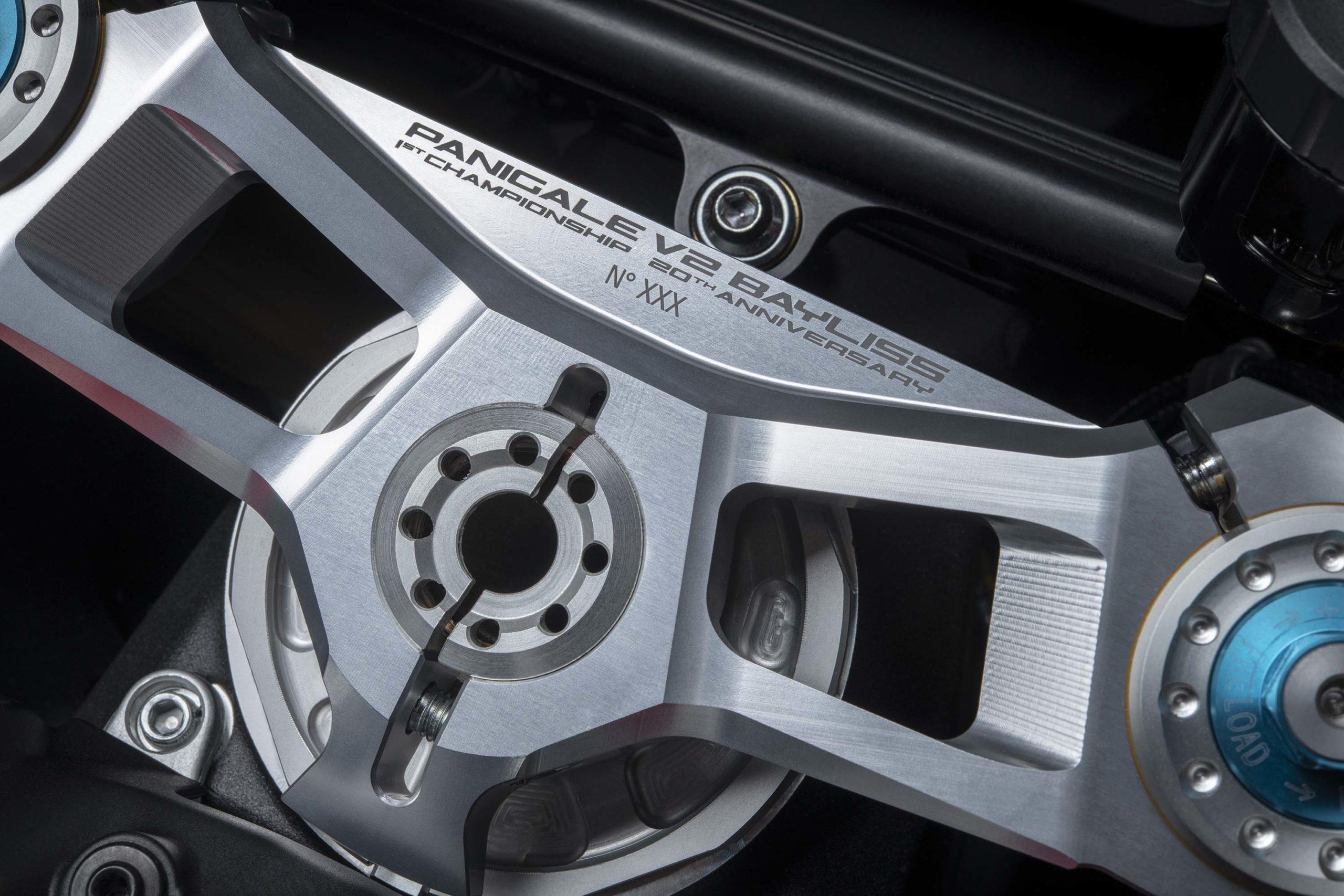 Ducati-Panigale-V4-Troy-Bayliss-16-scale