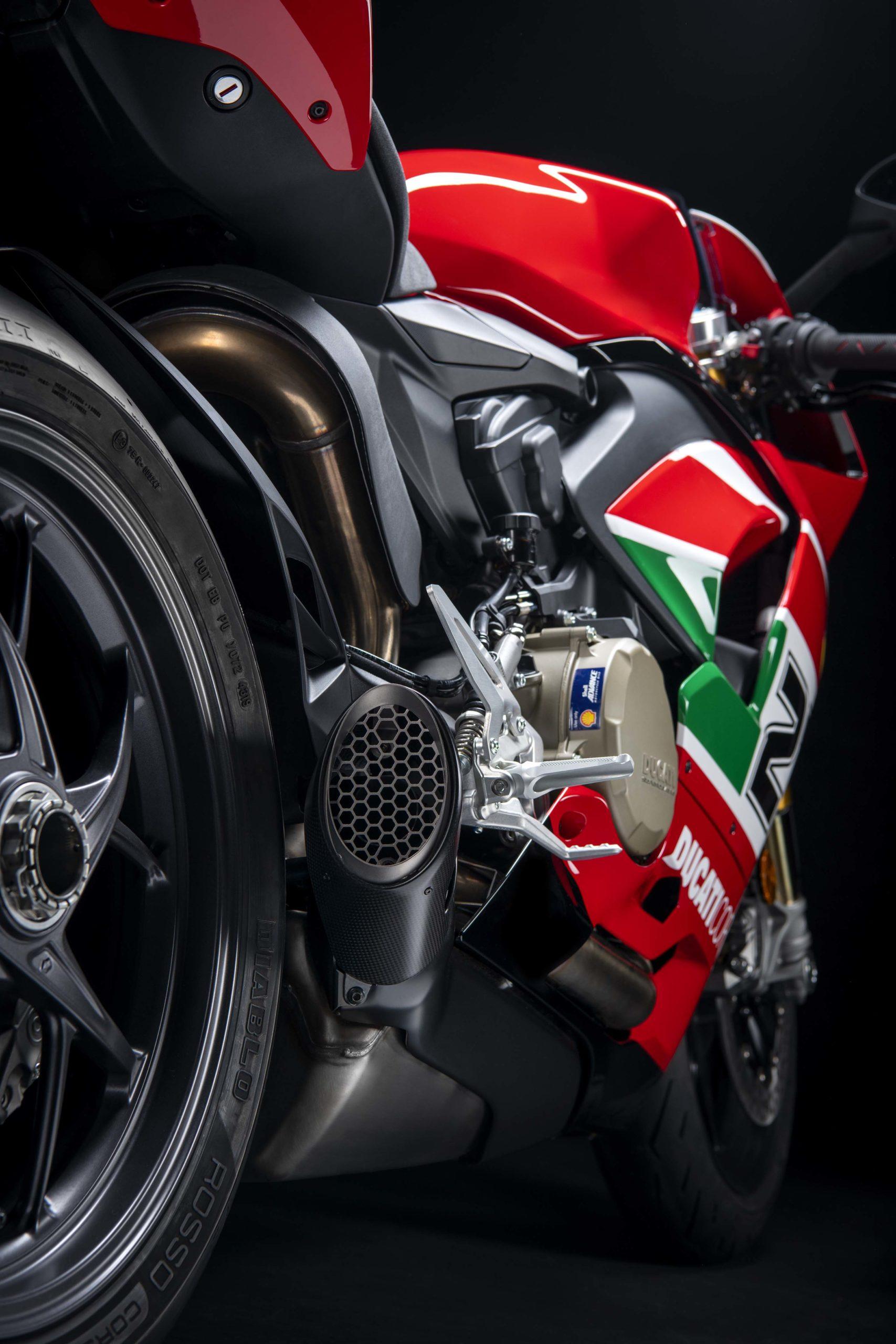 Ducati-Panigale-V4-Troy-Bayliss-67-scale