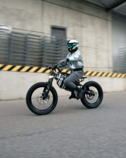 BMW-Motorrad-i-Vision-AMBY-25