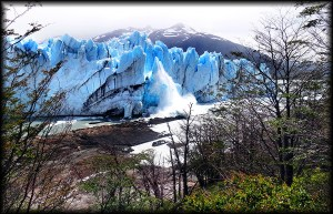 perito morreno glacier ice fall photo