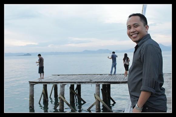 Asri Tadda di Dermaga Pantai Mutun Lampung